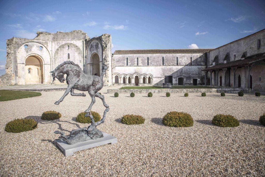 Abbaye de Trizay - exterieur