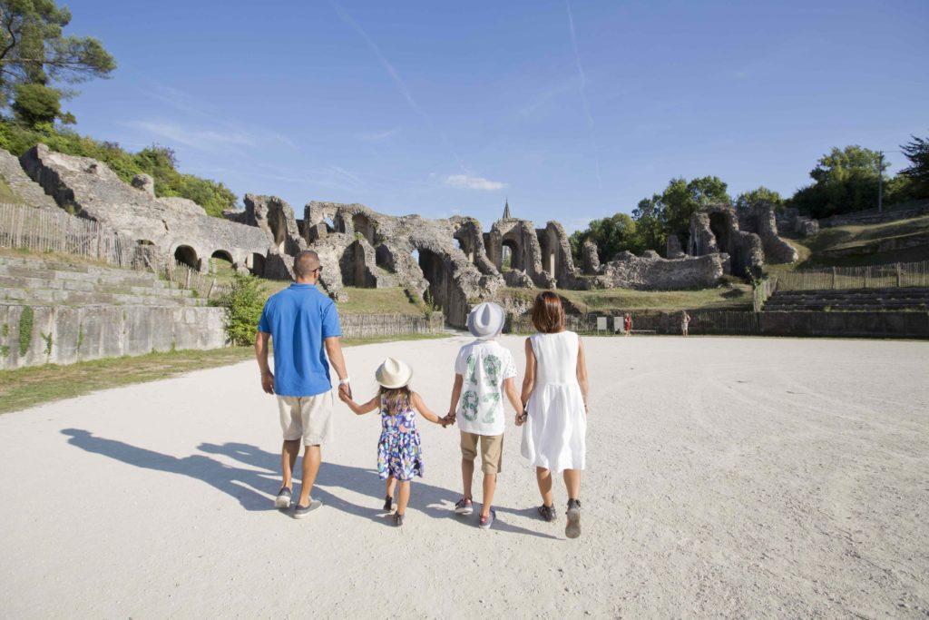 Amphithéâtre gallo-romain famille