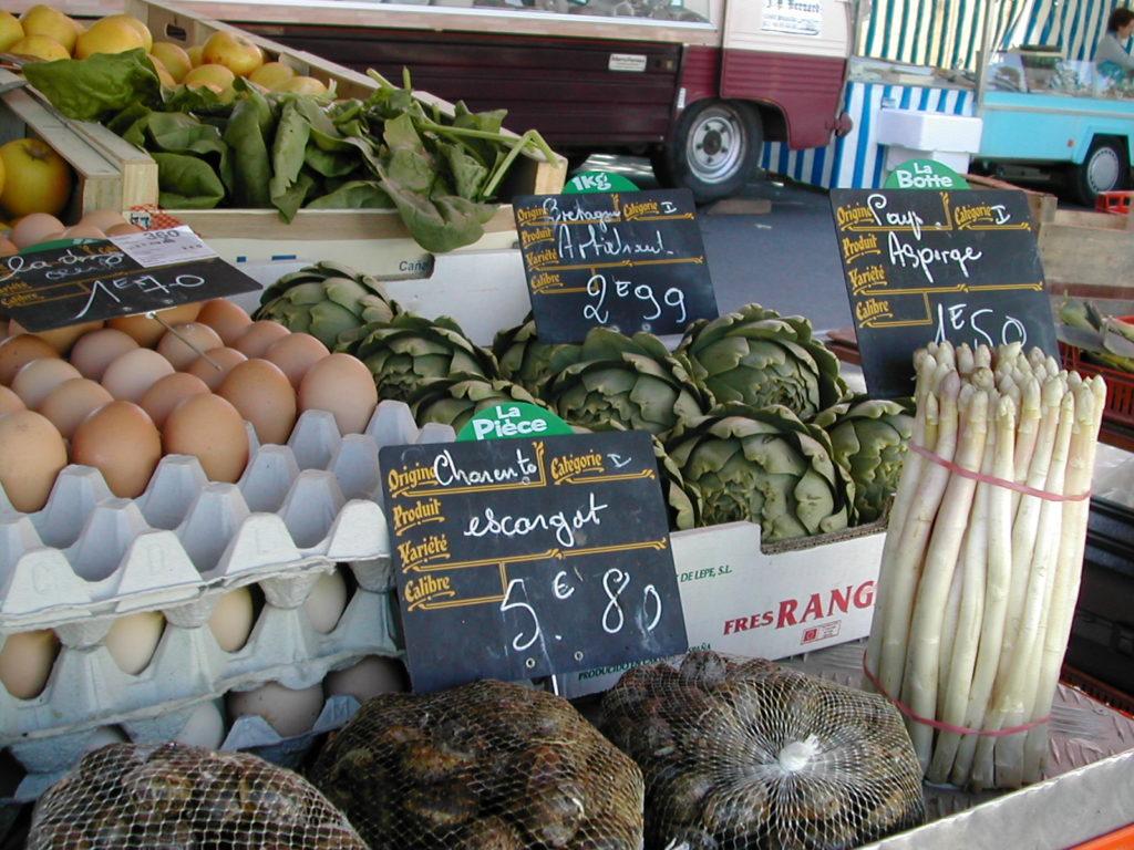 Etal de Légumes marché Saintes