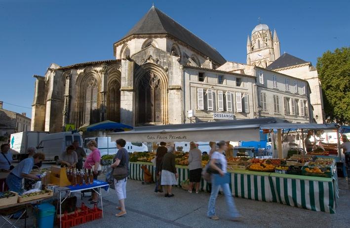 marché du mercredi Saint Pierre Saintes