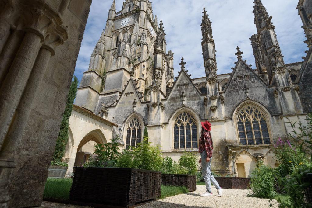 cloitre cathédrale saint pierre saintes charente-maritime