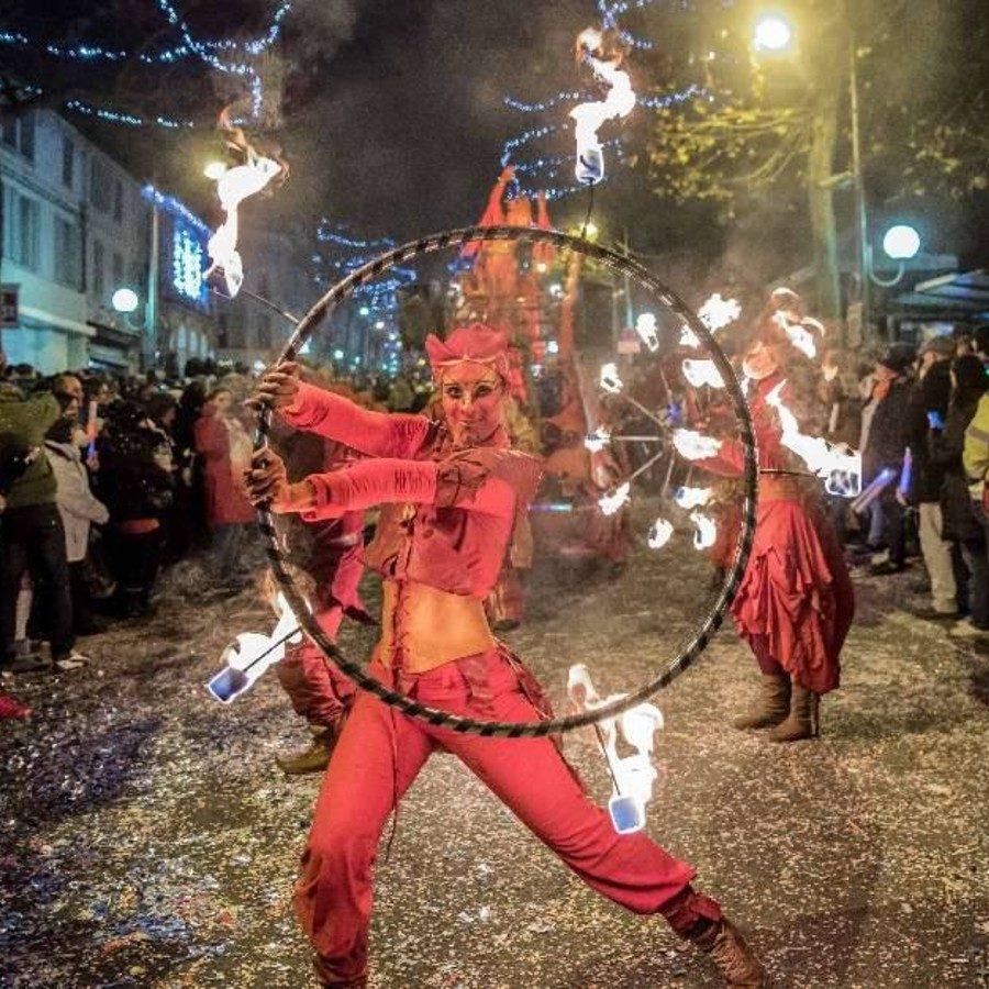 Fêtes locales et feux d'artifice à Saintes en Charente Maritime